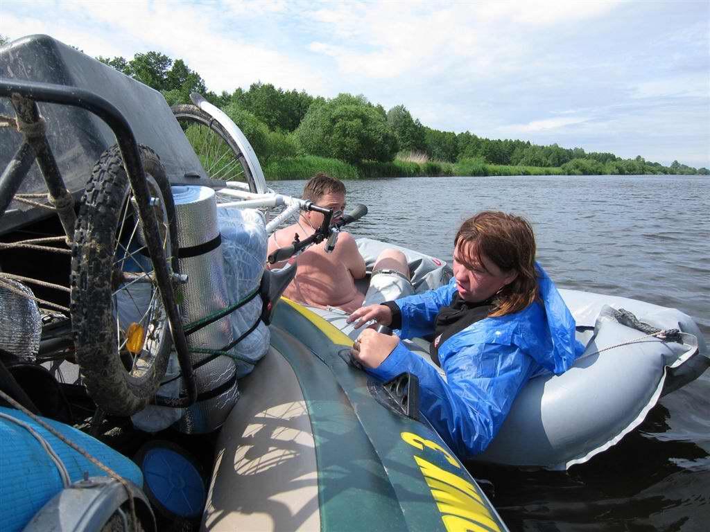 как управляют лодкой